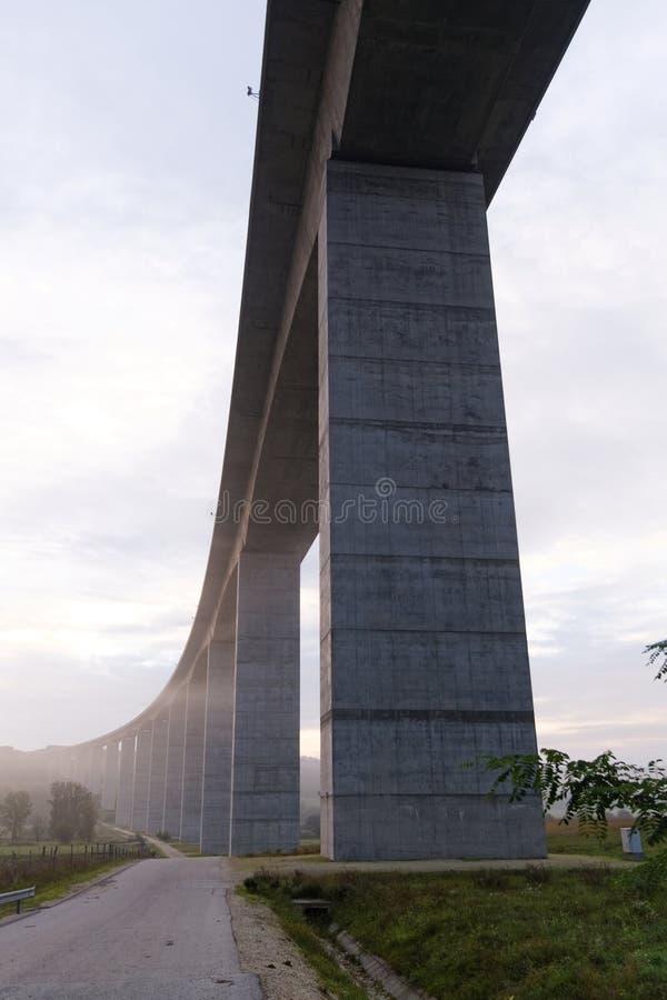 Groot wegviaduct (Hongarije) stock afbeelding