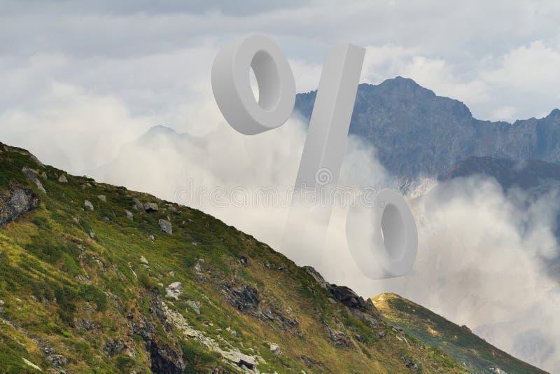 Groot wit percententeken in het midden van mistig berglandschap r stock afbeelding