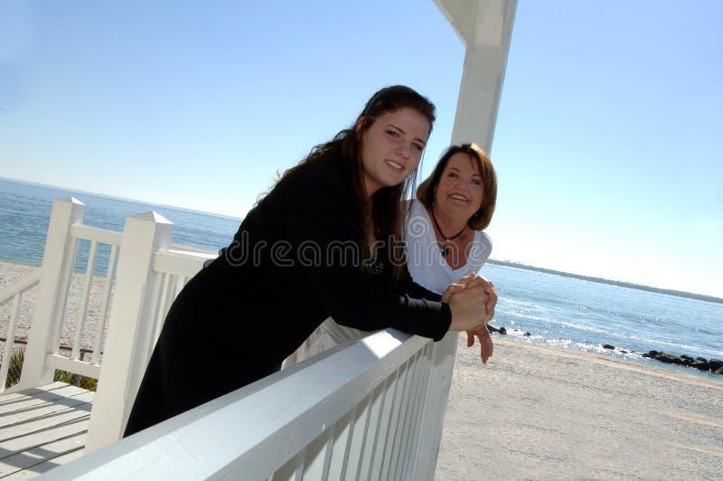 Grootmoeder en grandaughter stock foto's
