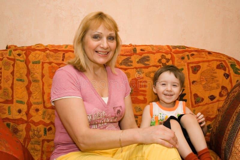 Grootmoeder en kleinkind royalty-vrije stock afbeelding