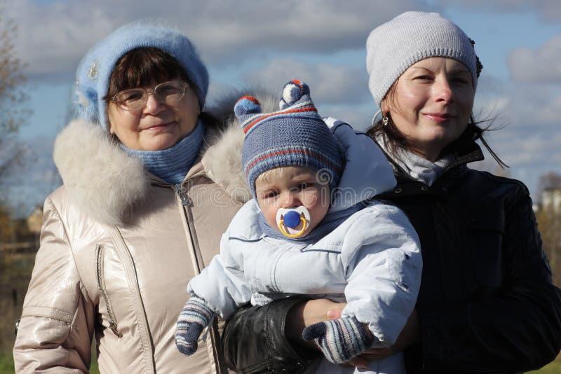 Grootmoeder met dochter en kleinzoon stock afbeelding