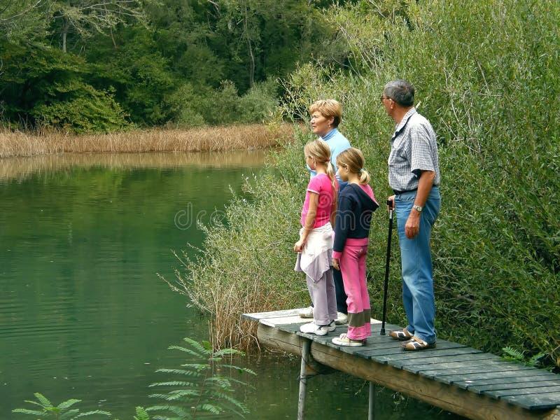 Grootouders en kleindochter op rivier royalty-vrije stock foto's