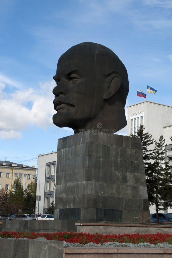 Grootste hoofdmonument van Sovjetleider Vladimir Lenin in stadsvierkant royalty-vrije stock foto's