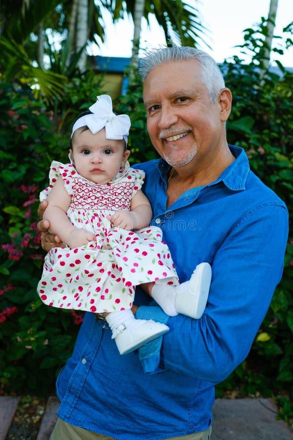 Grootvader en Babykleindochter royalty-vrije stock foto's