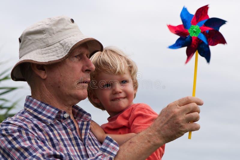 Grootvader en kleinzoon stock fotografie