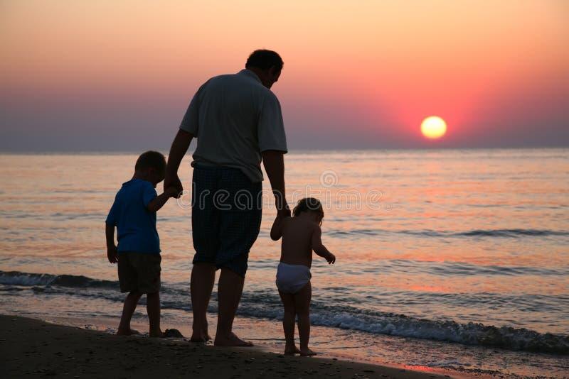 Grootvader met kinderen stock afbeeldingen