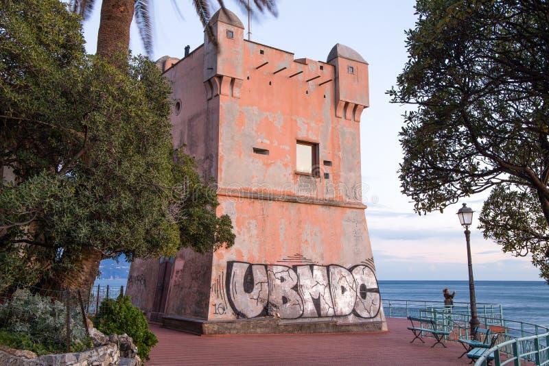 Groppallo wierza w genui Nervi, Włochy, forteca na morzu fotografia royalty free
