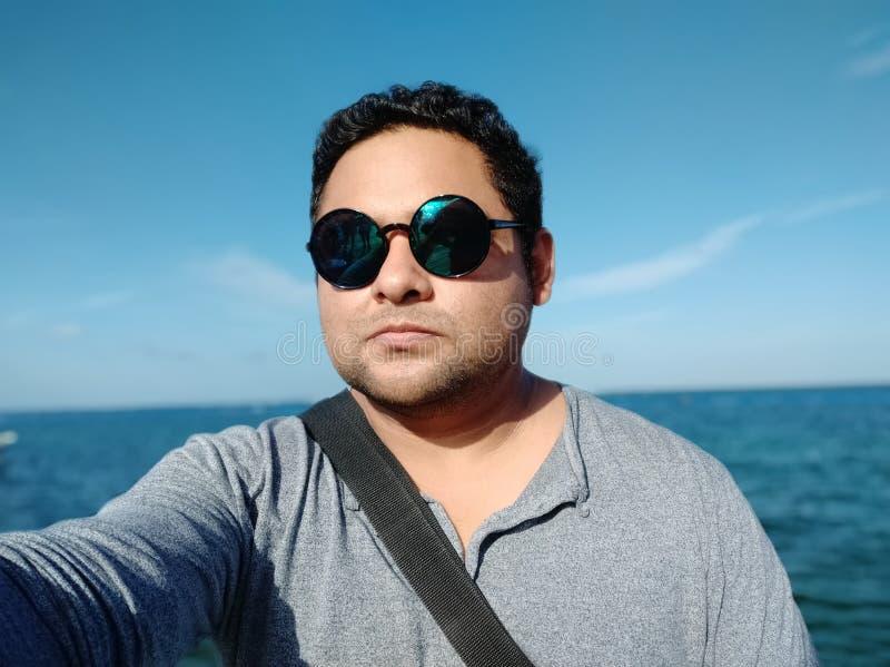 Gros homme de Selfie avec des verres photo stock