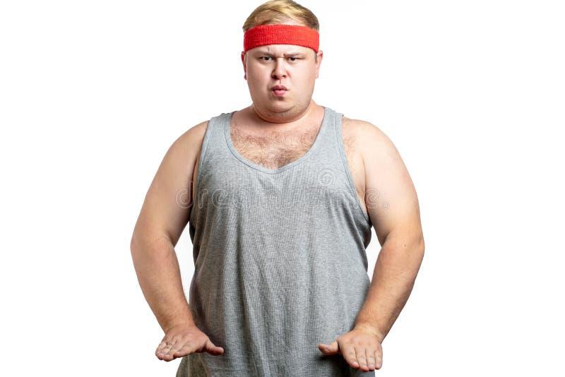 Gros homme, se sentant furieux, dans la position de combat prête à frapper, studio d'isolement blanc photo stock