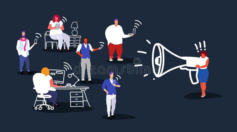 Gros mégaphone de poids excessif de participation de patron de femme d'affaires criant aux employés de bureau utilisant la femell illustration libre de droits