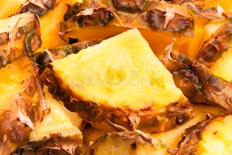 Gros morceaux d'ananas image libre de droits