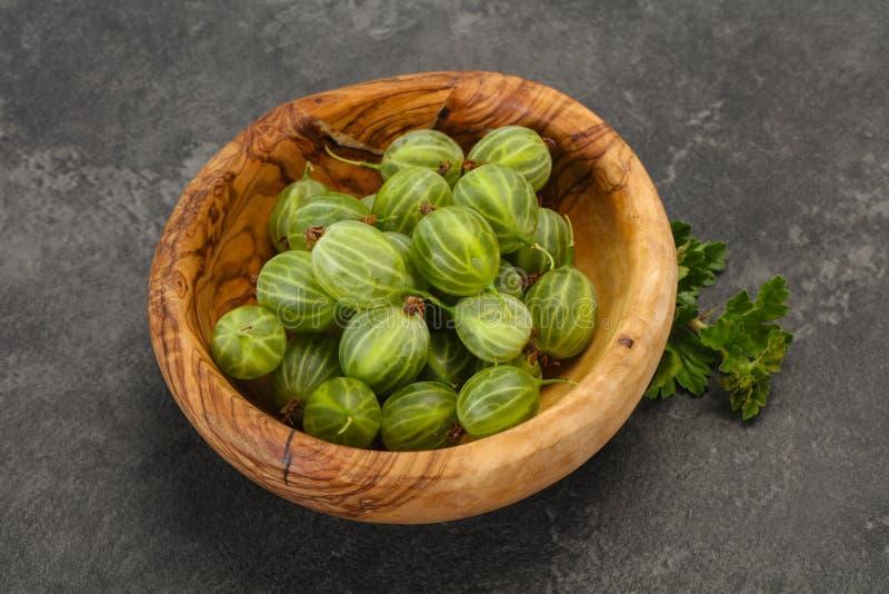 Groselha doce verde madura fresca foto de stock