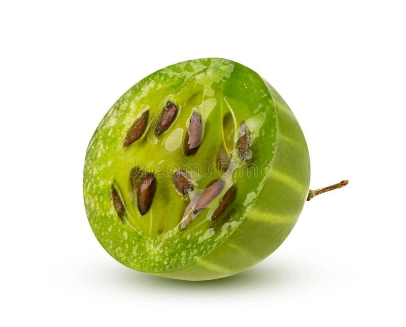 Grosella espinosa verde madura cortada por la mitad fotos de archivo