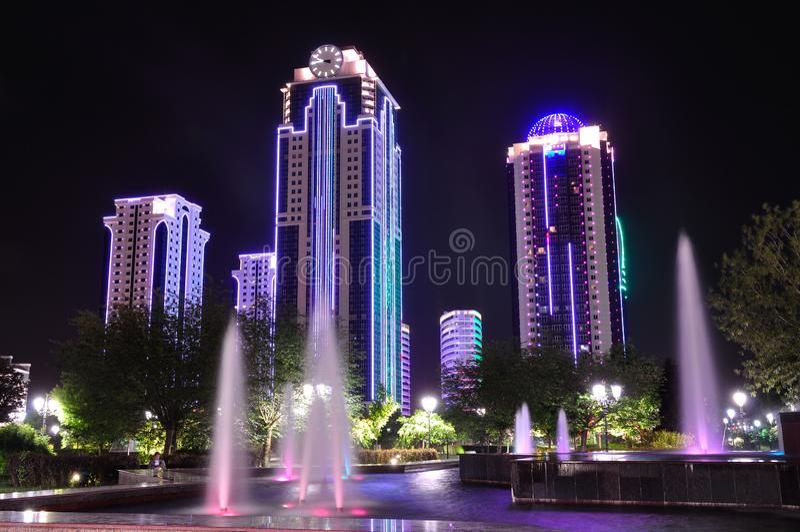 Grosny-Stadt nacht Tschetschenische Republik Russland lizenzfreies stockfoto