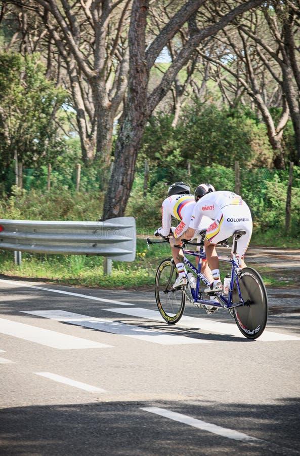 Grosseto, Italien - 9. Mai 2014: Der behinderte Radfahrer mit dem Fahrrad während des Sportereignisses lizenzfreies stockbild