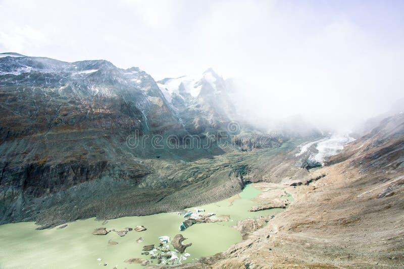 Grossglockner-Gebirgsmassiv und der zurückgezogene Gletscher stockfoto