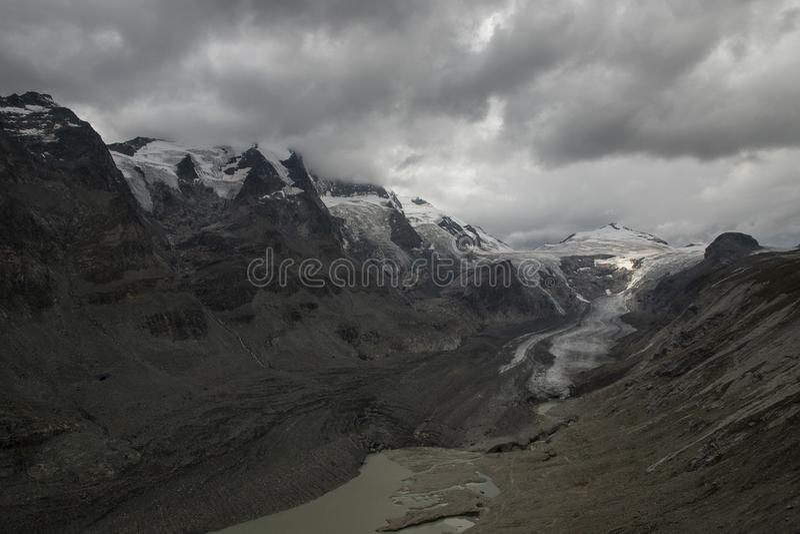 Grossglockner, montanha nos cumes de Áustria imagens de stock royalty free