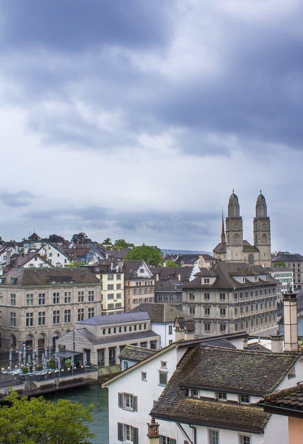 Grossmunster 罗马式大教堂在苏黎世 Grossmunster的看法 苏黎世建筑学 苏黎世湖 免版税库存照片