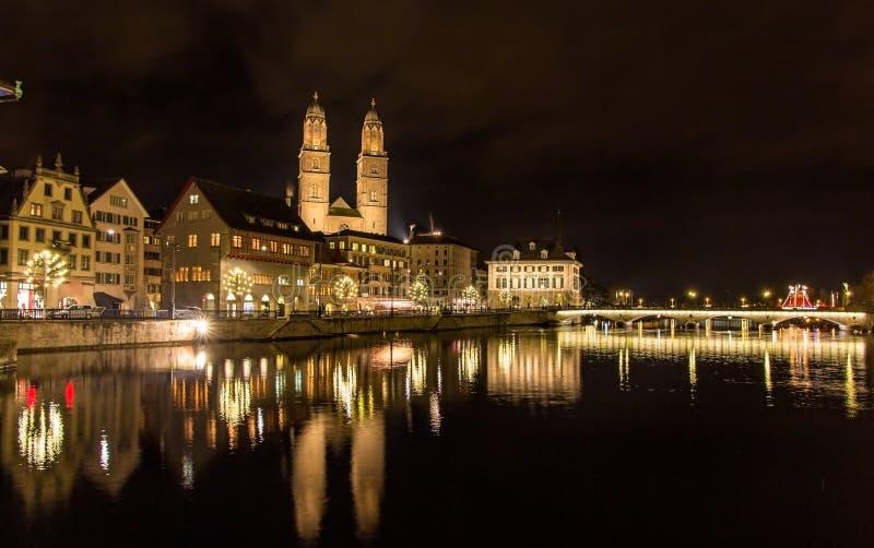 Grossmunster, uma igreja a mais grande em Zurique imagens de stock