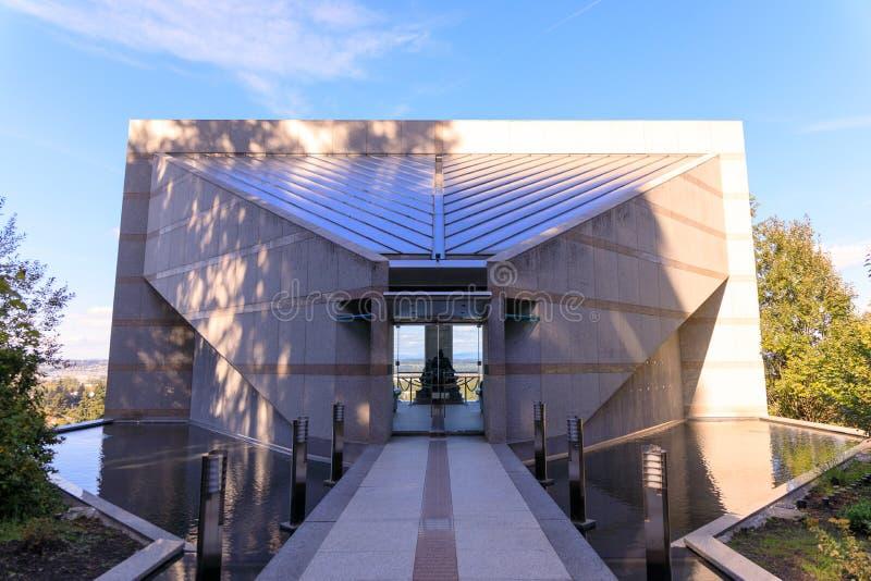 Grota, jest świątynią lokalizować w Madison Południowym okręgu Portland Katolickim plenerowym sanktuarium i, Oregon, Stany Zjedno obraz royalty free