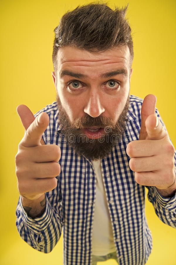 Grote Baan De kappersuiteinden handhaven baard Modieuze baard en snorzorg Hipsterverschijning Emotionele uitdrukking Mens stock fotografie