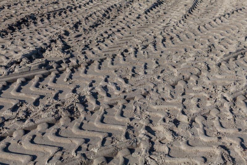 Grote Bandsporen in Zand stock foto's