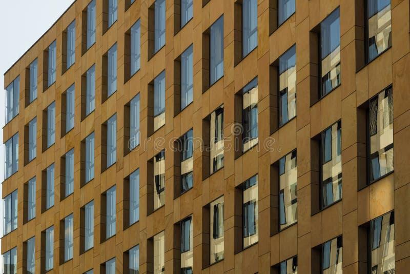 Grote bezinningen van het gebouw stock afbeeldingen