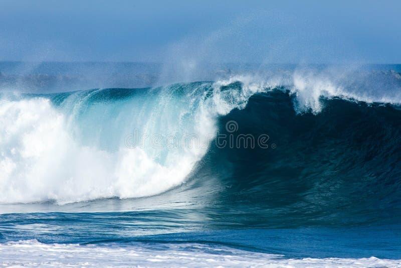 Grote blauwe golf stock foto