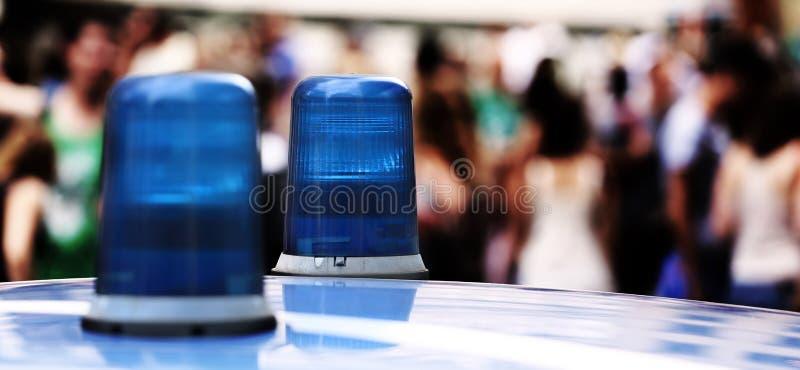 Grote blauwe lichtensirene van een politiewagen in de grote stad royalty-vrije stock foto