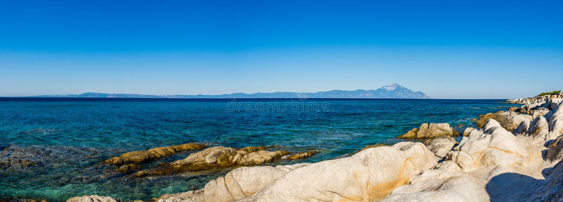 Grote blauwe overzees en Athos-berg royalty-vrije stock foto