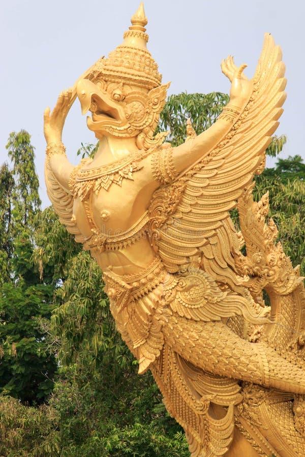 Grote boeddhistische garuda voor grote kaars in Ubon, Thailand royalty-vrije stock afbeelding