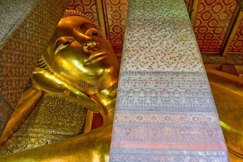 Grote Boedha van Wat Pho in Bangkok, Thailand stock afbeeldingen