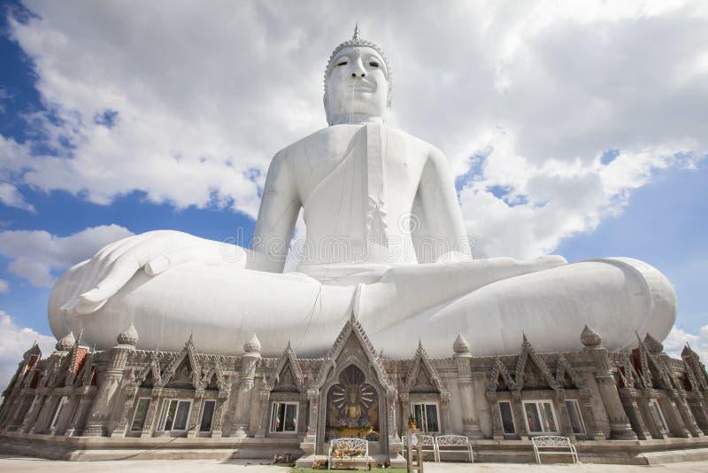 Grote Boedha Wat Phu Manorom Mukdahan Thailand Boedha op het onderstel stock afbeelding