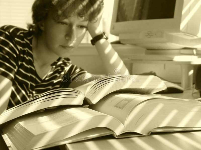 Download Grote Boeken stock afbeelding. Afbeelding bestaande uit leerling - 33763