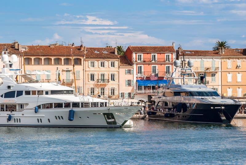 Grote Boten in de haven van Saint Tropez royalty-vrije stock fotografie