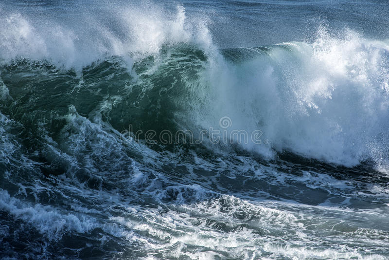 Grote Brekende Golf stock afbeelding
