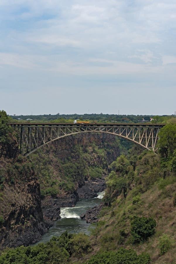 Grote brug bij de dalingen van Victoria tussen Zambia en Zimbabwe stock fotografie