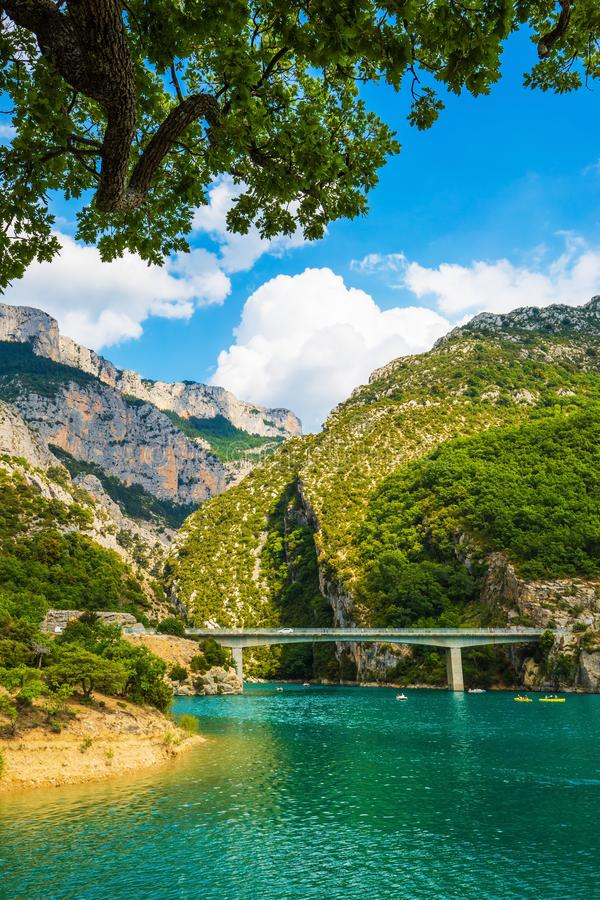 Grote brug over rivier Verdon in de Provence royalty-vrije stock foto's