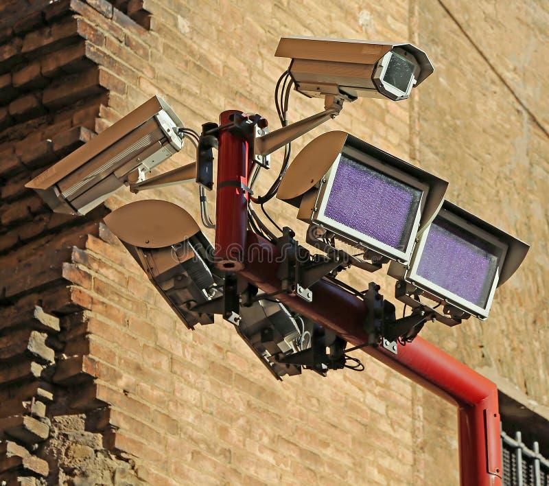 Grote camera en speciale lampen voor de controle van misdaden stock afbeeldingen
