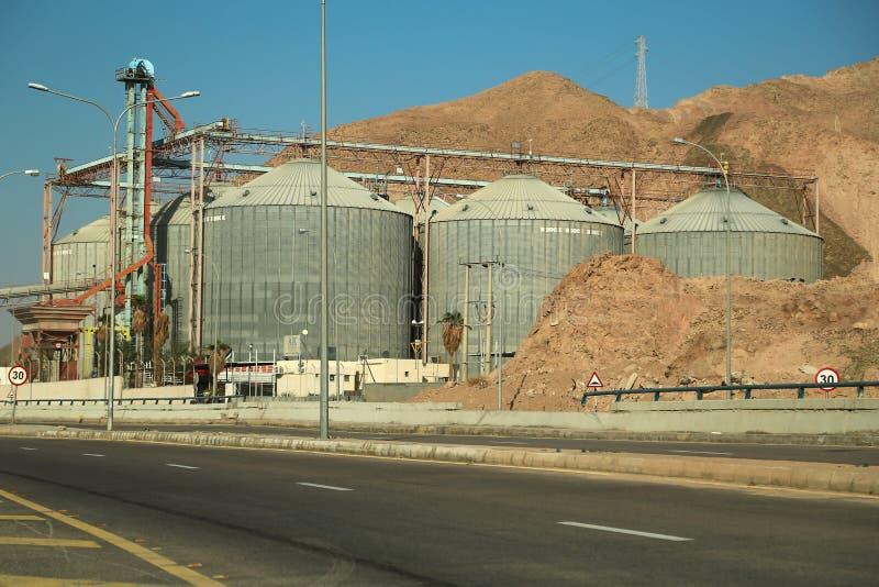 Grote capaciteitsopslag dichtbij Aqaba-zeehaven in Jordanië royalty-vrije stock foto