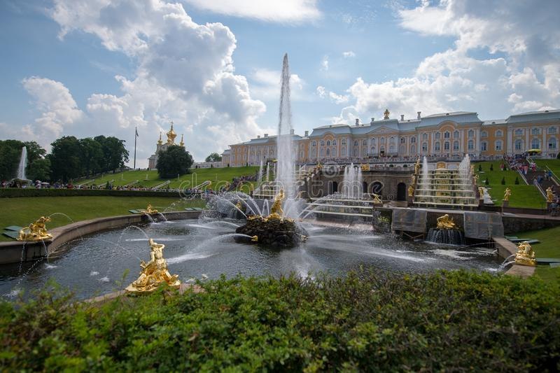 Grote cascade in Pertergof royalty-vrije stock afbeeldingen