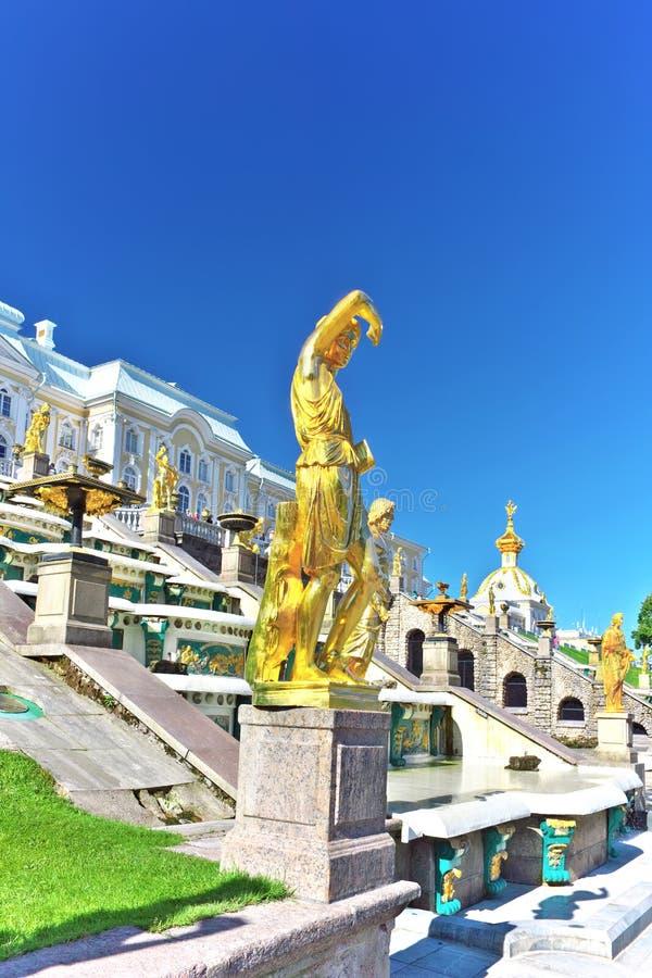 Grote cascade in Pertergof, St. Petersburg stock fotografie