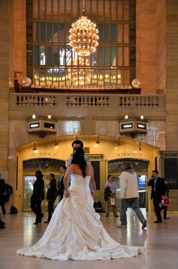 Grote Centrale Bruid en Bruidegom stock foto's