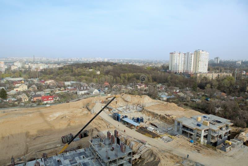 Grote construcionplaats van nieuwe woon complex stock foto