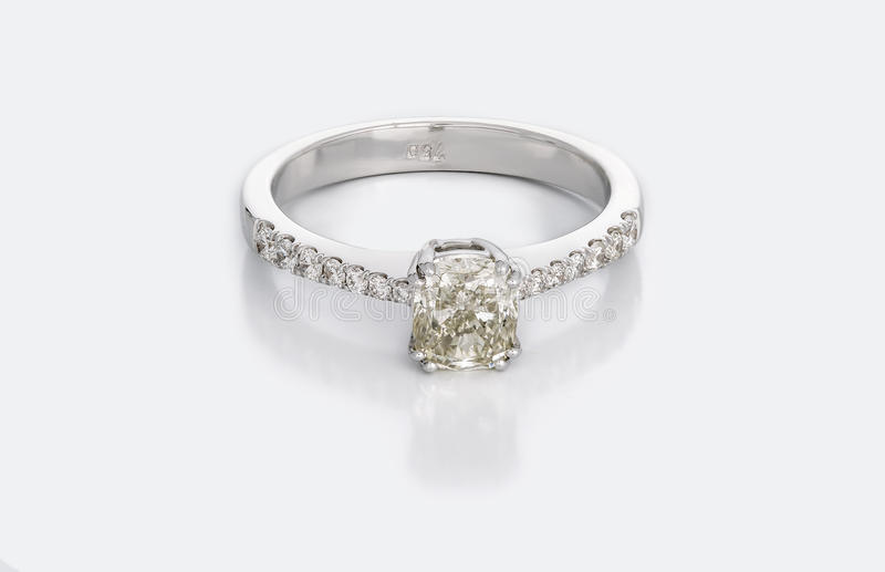 Grote Diamond Solitaire Engagement of Trouwring royalty-vrije stock foto