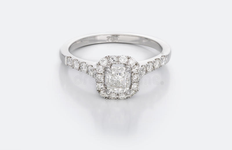 Grote Diamond Solitaire Engagement of Trouwring stock afbeelding