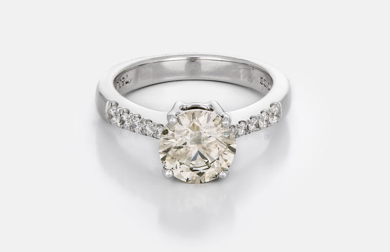 Grote Diamond Solitaire Engagement of Trouwring royalty-vrije stock foto's