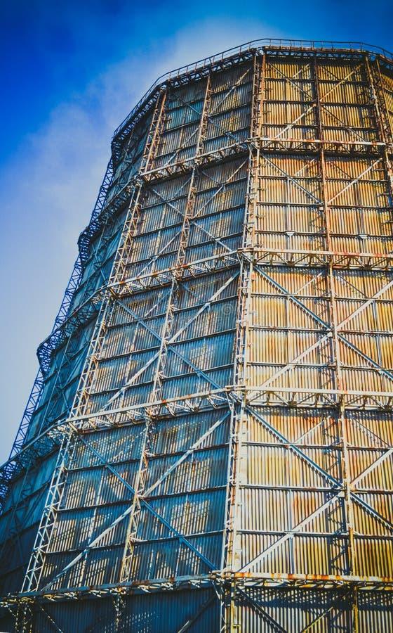 Grote fabrieksschoorsteen van lei stock foto's