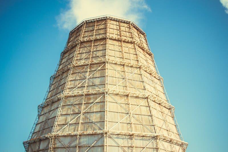 Grote fabrieksschoorsteen van lei stock fotografie