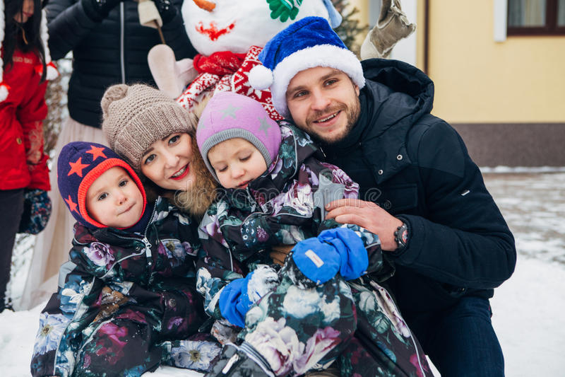 Grote familie het vieren Nieuwjaar en Kerstmis stock foto's